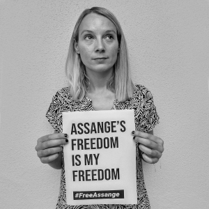 Standing-with-Julian-Assange_0000s_0001_44